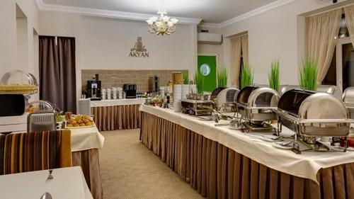 Новогодний ужин 2020 в гостинице AKYAN St.Petersburg